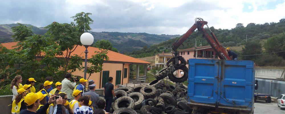 Grazie a Legambiente ed EcoTyre, il Comune di Tufara si libera di quasi 10.000 kg di pneumatici fuori uso